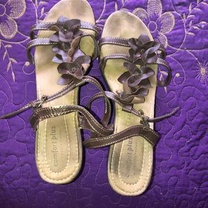 Wedge sandals with cute flowers